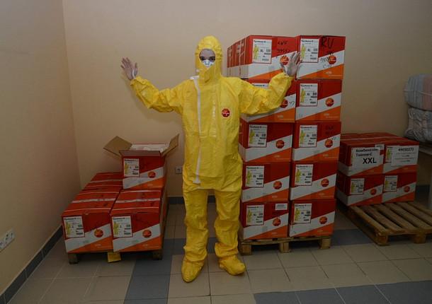 800 защитных костюмов передала врачам города «Цифровая долина Сочи»